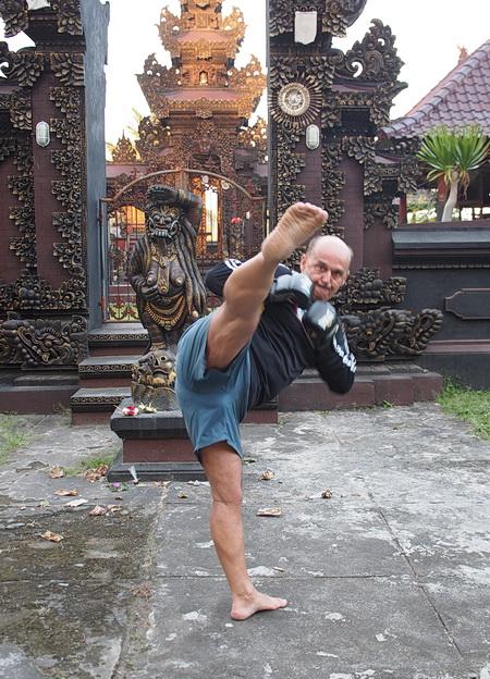 mma high kick thai boks kopnięcie okrężne